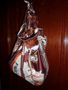 Simply take a scarf and turn it into a bag!